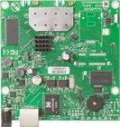 RB911G-5HPnD mit 600Mhz Atheros CPU, 32MB RAM, 1xGBit, 5GHz 802.11a/n